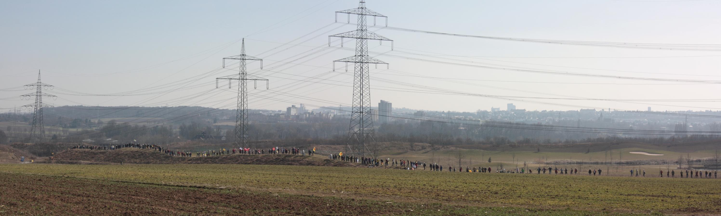 Menschenkette im Aufbau
