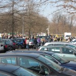 Demonstranten auf Parkplatz